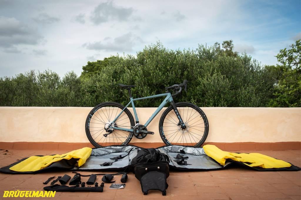 Biknd Helium V4 Fahrradtransporttasche mit Fahrrad