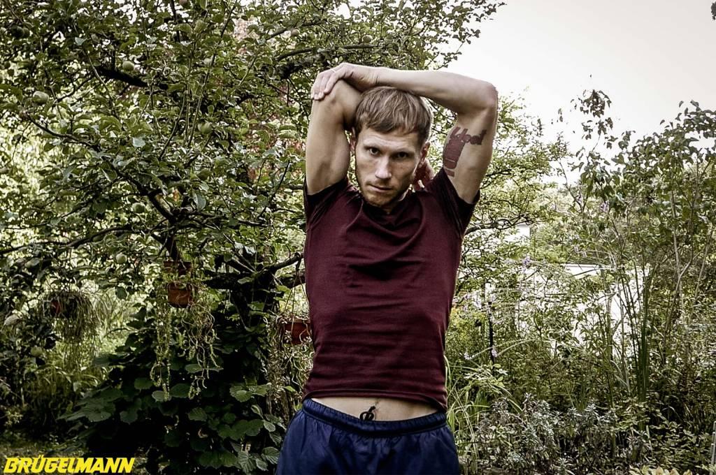 Dehnen der Arme und Schultergürtel
