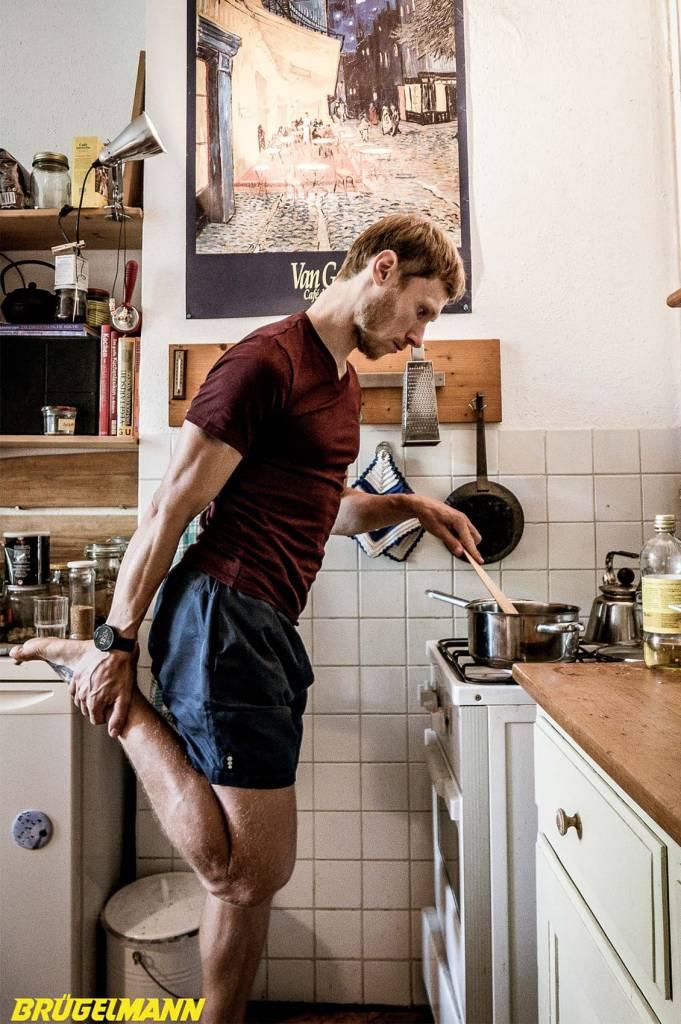 Wartesituationen nutzen, Dehnen während dem Kochen
