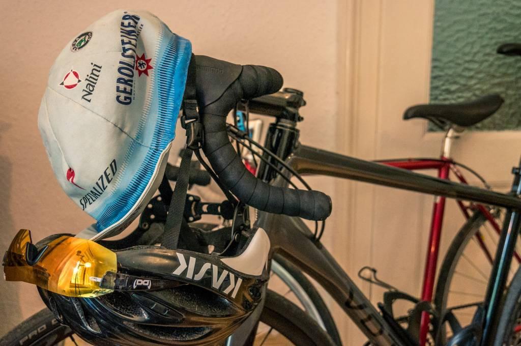 Mit dem Rennradfahren verwurzelt und einfach ins Gesamtbild passend: Die Radmütze.