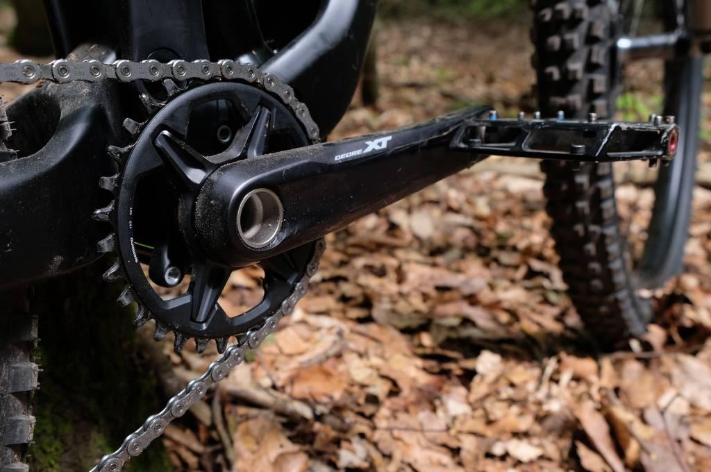 die Kurbel der shimano XT M8100 am Bike
