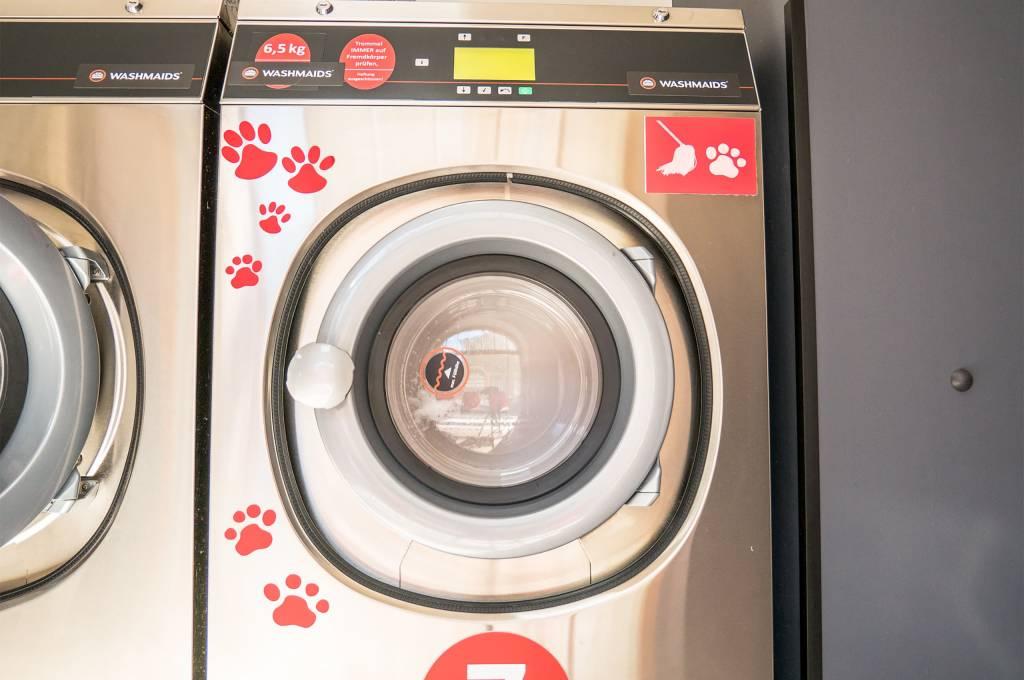 Für Haushalte mit haarigen Mitbewohnern gibt es extra Waschmaschinen im Waschsalon. Für Radfahrer gibt es das aber nicht.