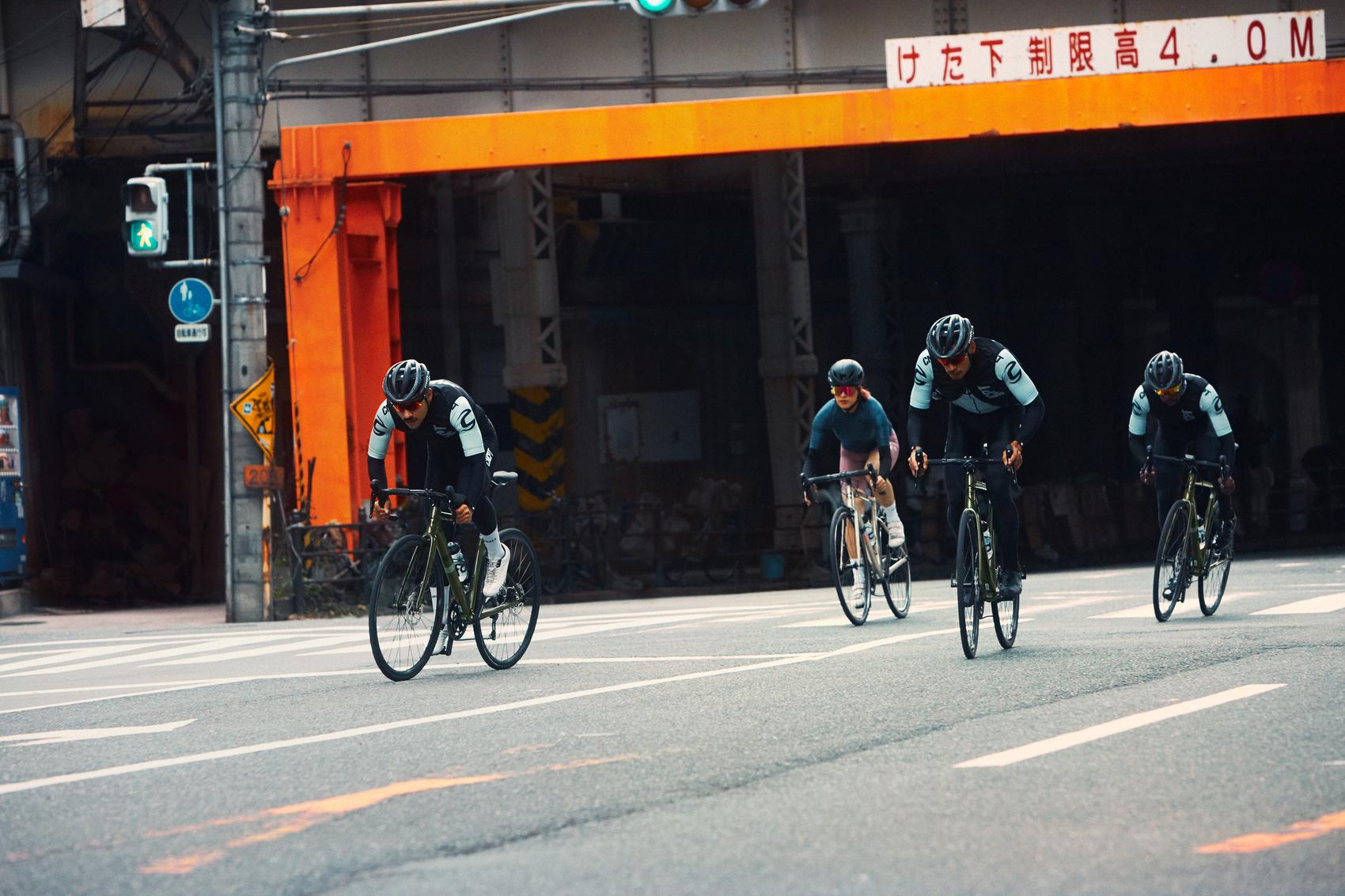 Fahrerinnen sprinten auf dem neuen Cannondale CAAD13 in Japan
