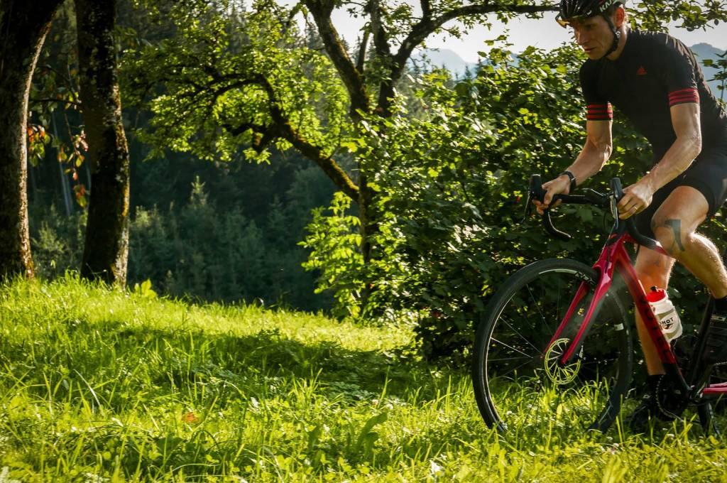 Votec VRX Pro mit SRAM Rival 1 auf Waldweg