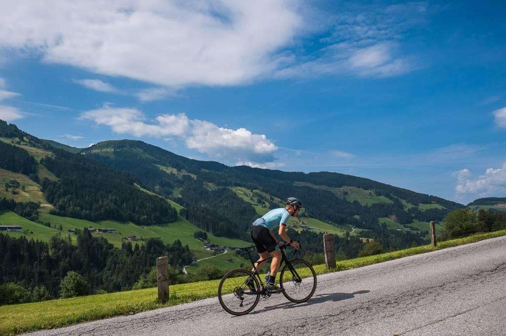 Der GT Grade Biketest führte lange und steil bergauf