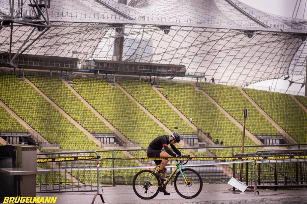 Cyclocrosser im Olympiastadion beim Munich Supercross 2018