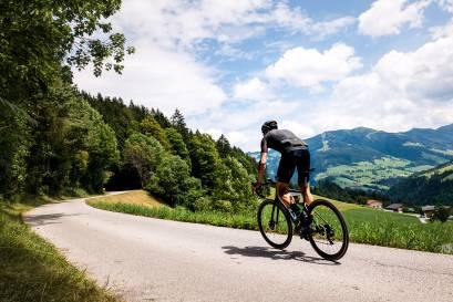 Rennradfahrer auf Cannondale SuperSix EVO 2020