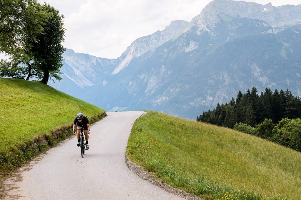 Rennradfahrer in den Alpen