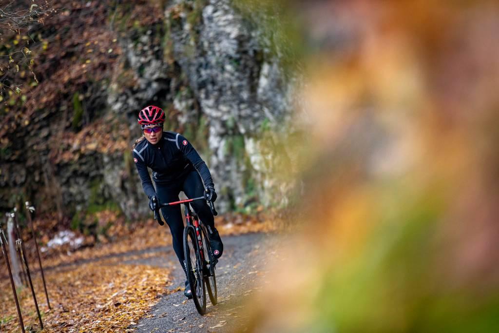 Rennradfahrerin Herbst Castelli Outfit