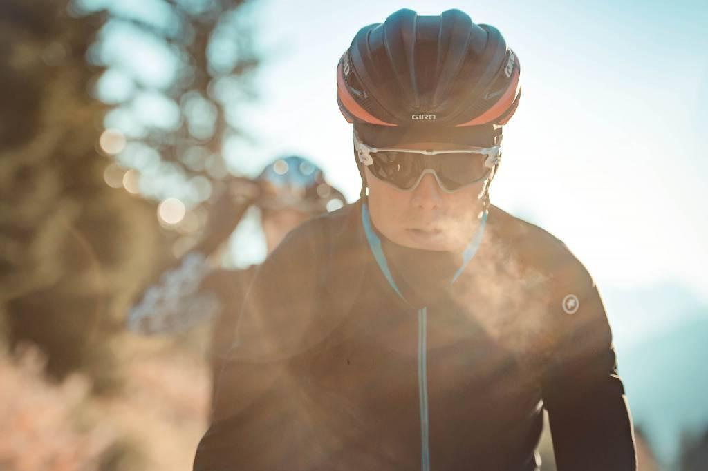 Rennradfahrer Wintermorgen