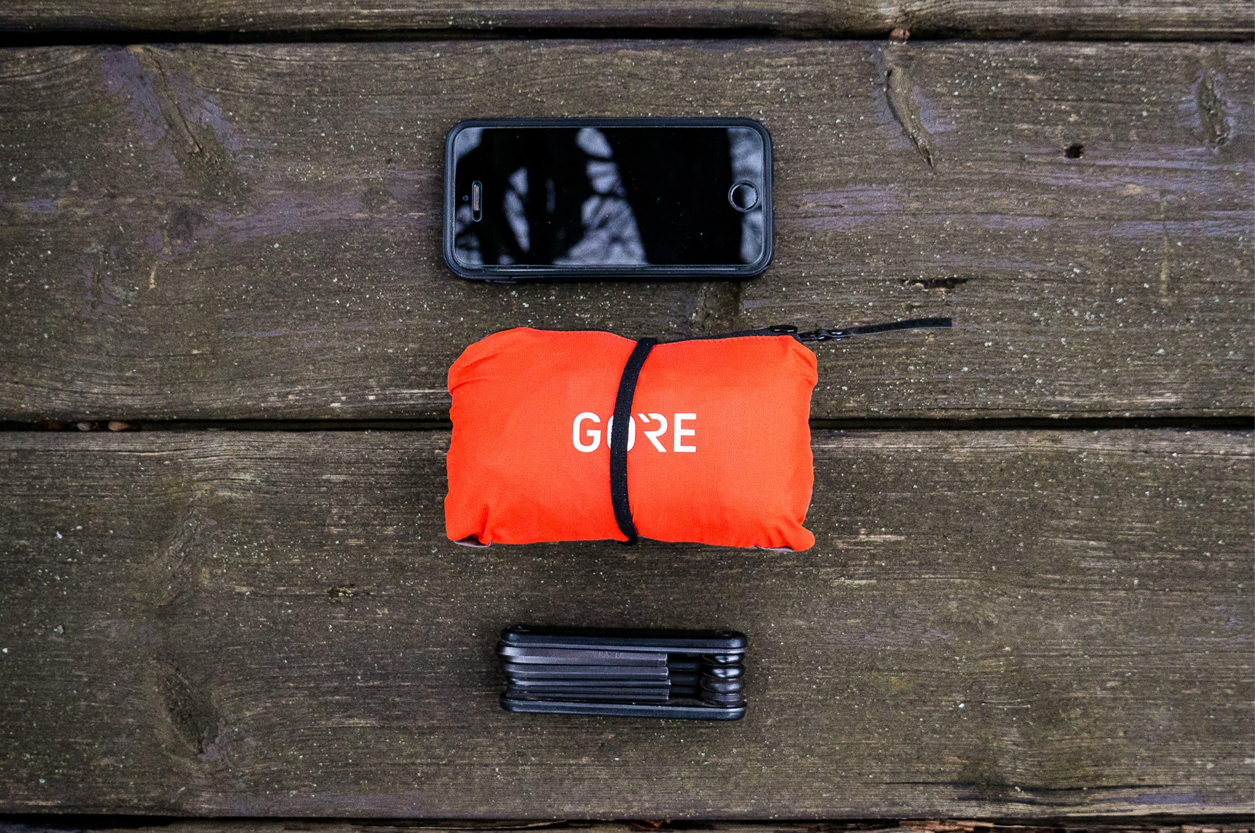 Rennradausrüstung mit Gore Wear Shakedry C5