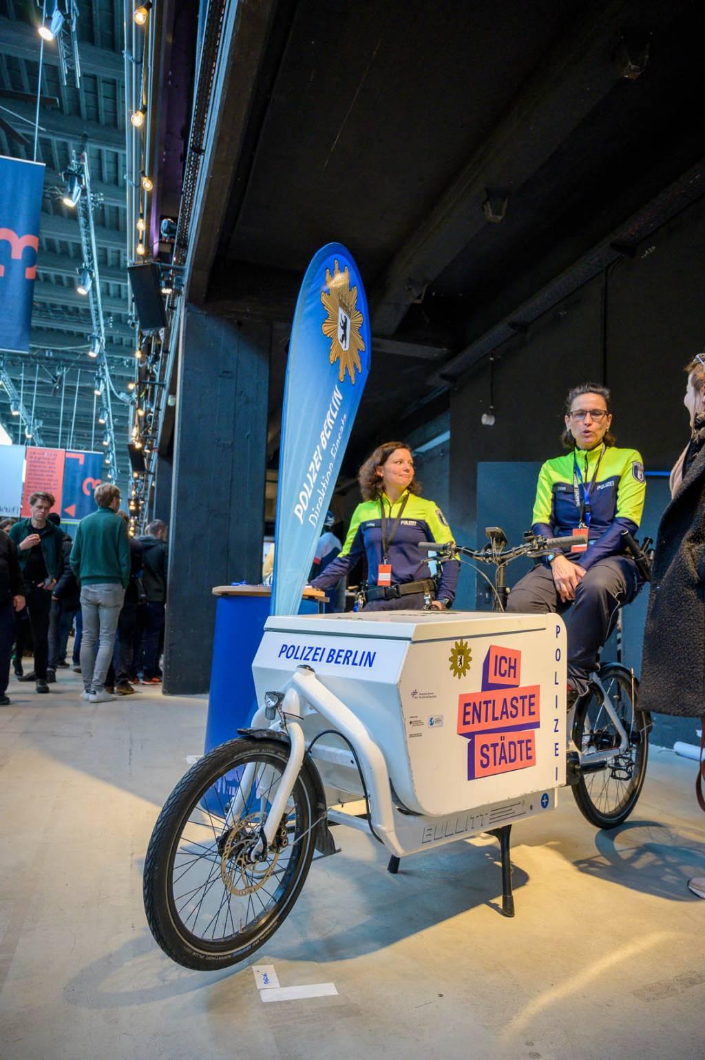 kolektif Berlin 2020 Polizei Fahrradstaffel