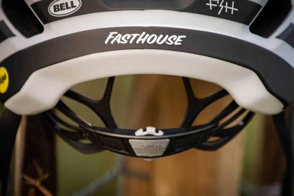 Bell Sixer Helm Fasthouse Detail Detail