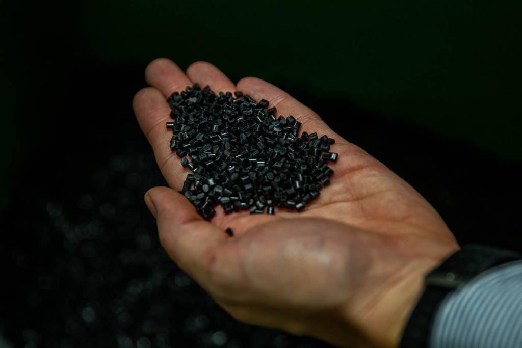 SKS Schutzblech Produktion Kunststoffpellets