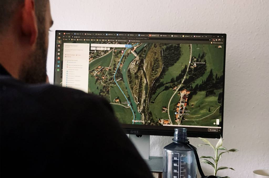 Planung Monitor Satellitenansicht Maps