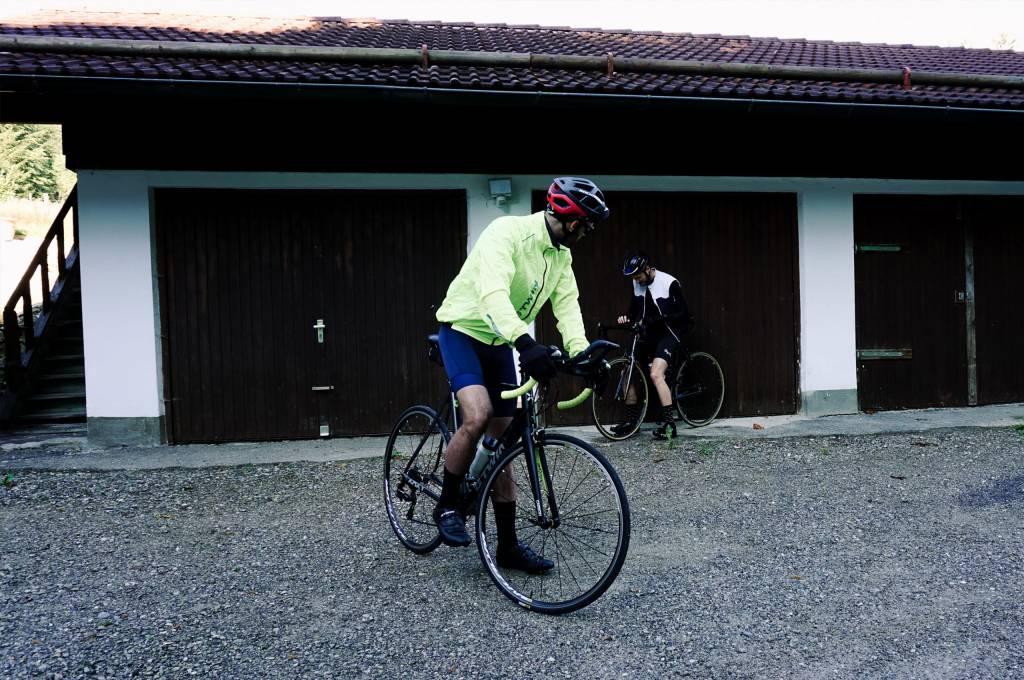 Rennradfahrer Garage Regenjacke