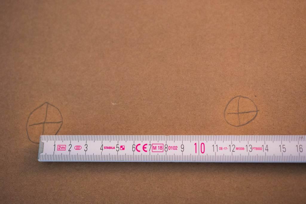 Vermessung Sitzknochen Wellpappe Lineal