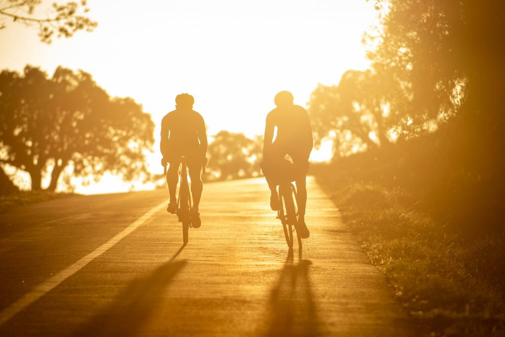 Rennradfahrer Sonnenuntergang