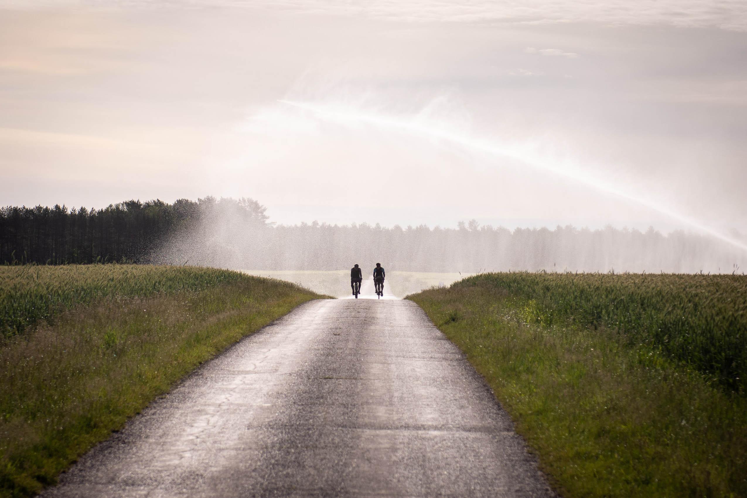 Rennradfahrer Bewässerungsanlage