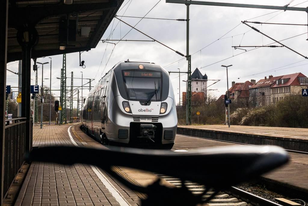 Fahrrad Bahnsteig Regionalexpress