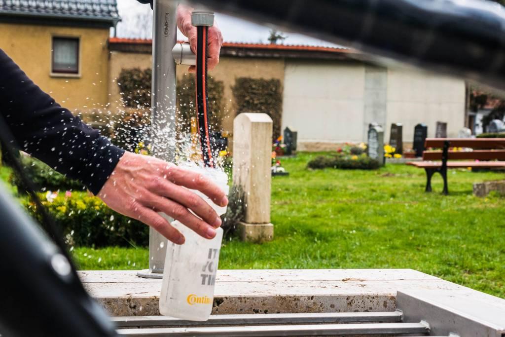 Trinkwasser Radtour Friedhof