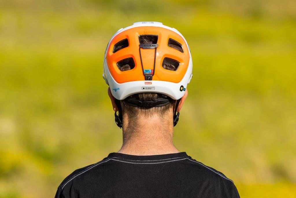 Hinterkopf POC Tectal Race Spin NFC Helm
